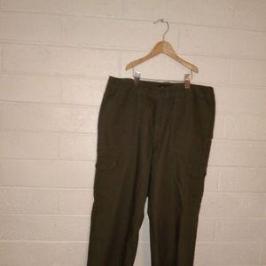 Olive Cargo pants. Size 6